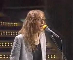 Sibilla nella sua sfortunata esibizione a Sanremo '83. Un incidente tecnico (le venne lasciato il microfono aperto durante il playback) rese disastrosa la sua esibizione e marchiò la sua (non a caso breve) carriera.