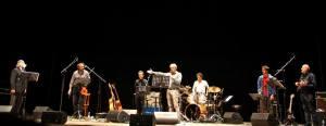 """Gli Stormy Six e Moni Ovadia sul palco per """"Benvenuti nel ghetto"""""""