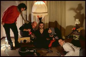 Foto di gruppo per gli Abat Jour, gli ospiti di questa puntata